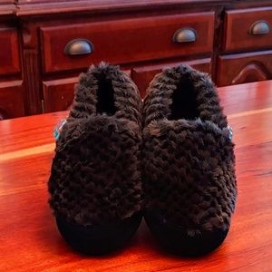 ACORN Brown Faux Fur Slippers NWT